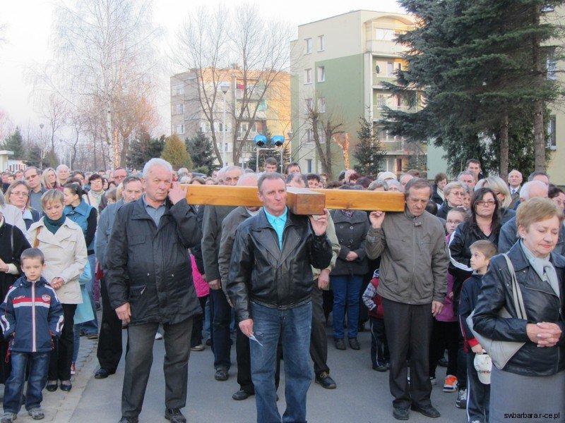Droga Krzyzowa Ulicami Osiedla 2012 (11)