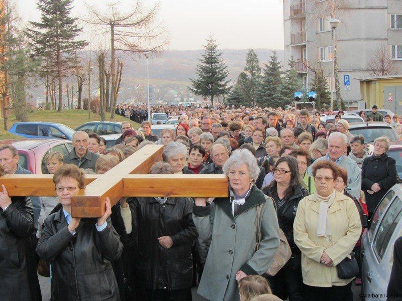 Droga Krzyzowa Ulicami Osiedla 2012 (12)