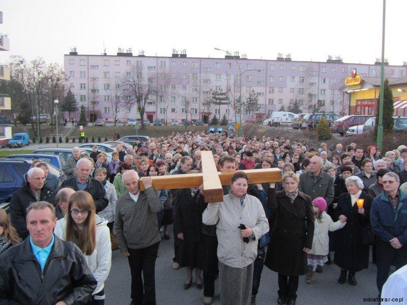 Droga Krzyzowa Ulicami Osiedla 2012 (15)