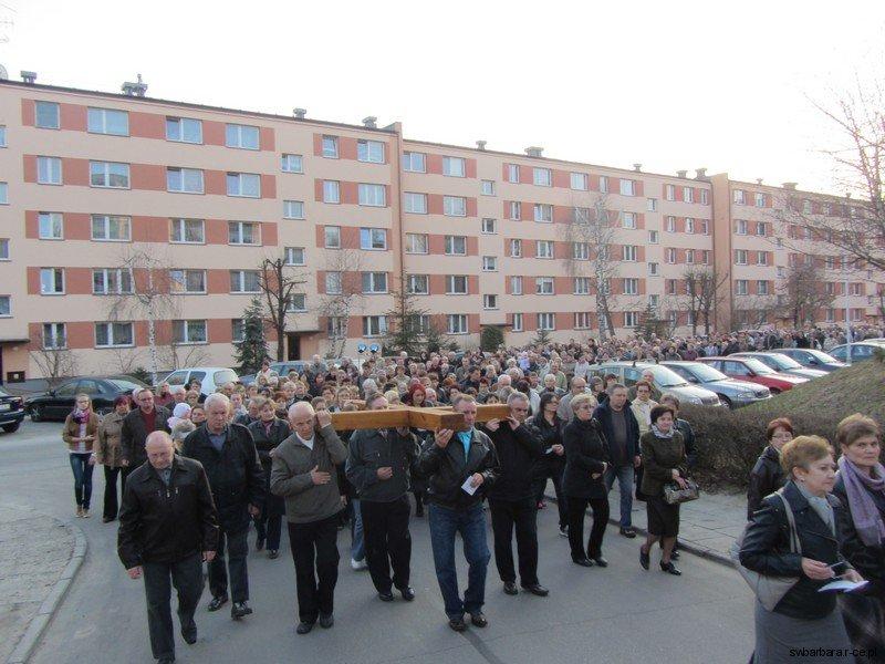 Droga Krzyzowa Ulicami Osiedla 2012 (7)